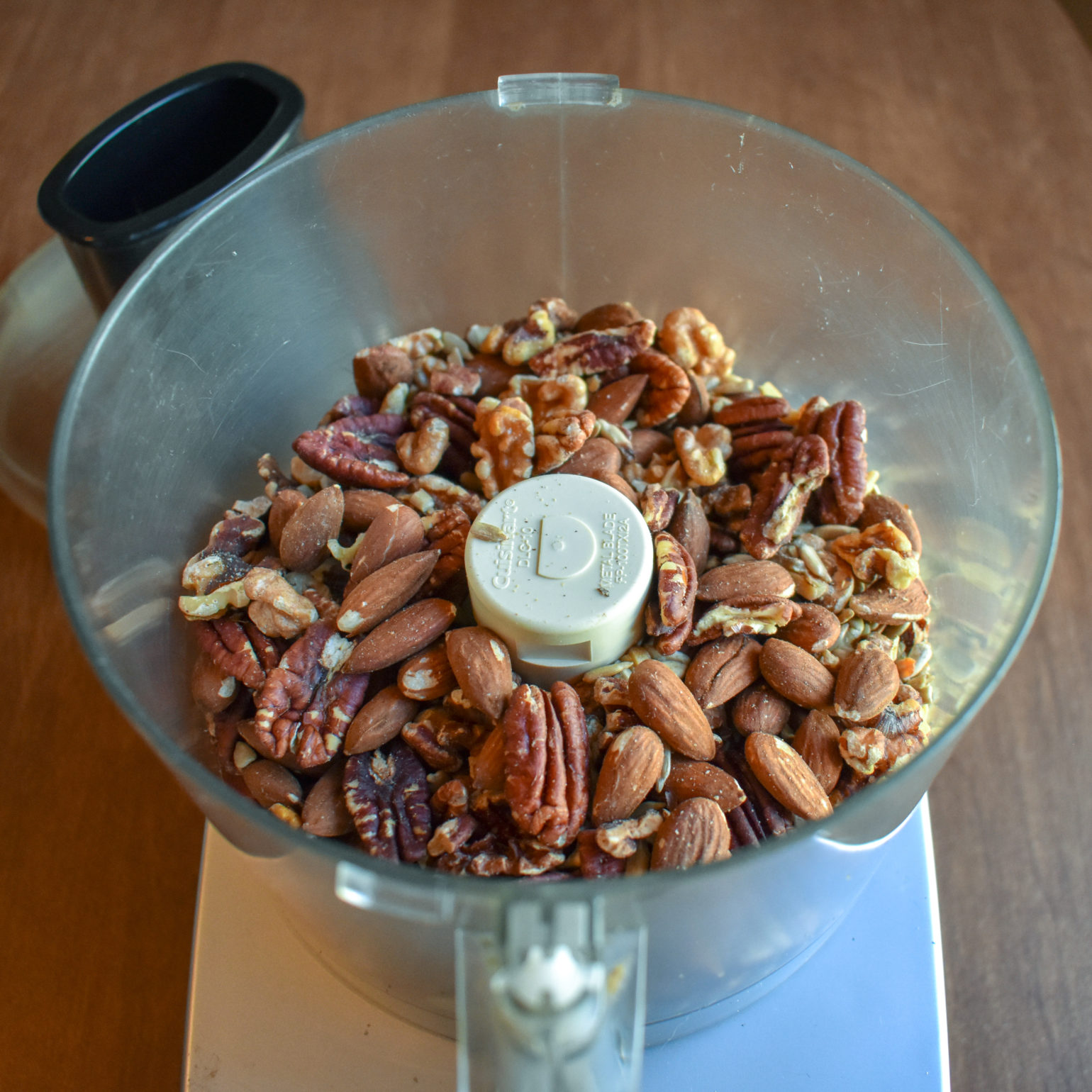 Blending nuts for homemade nut butter